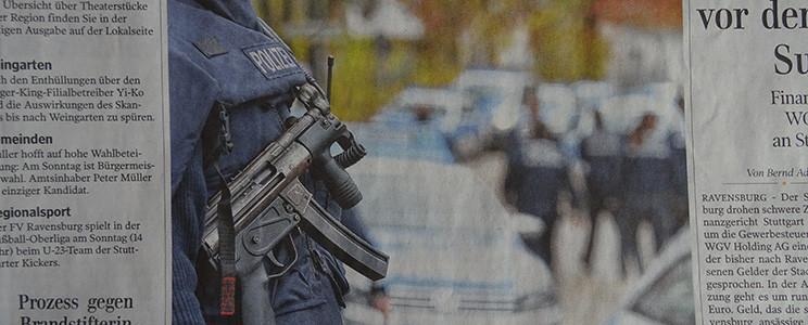 Wird die Polizei mit Schnellschuss-Feuerwaffen zur Privatarmee unkontrollierter Willkürjuristen?